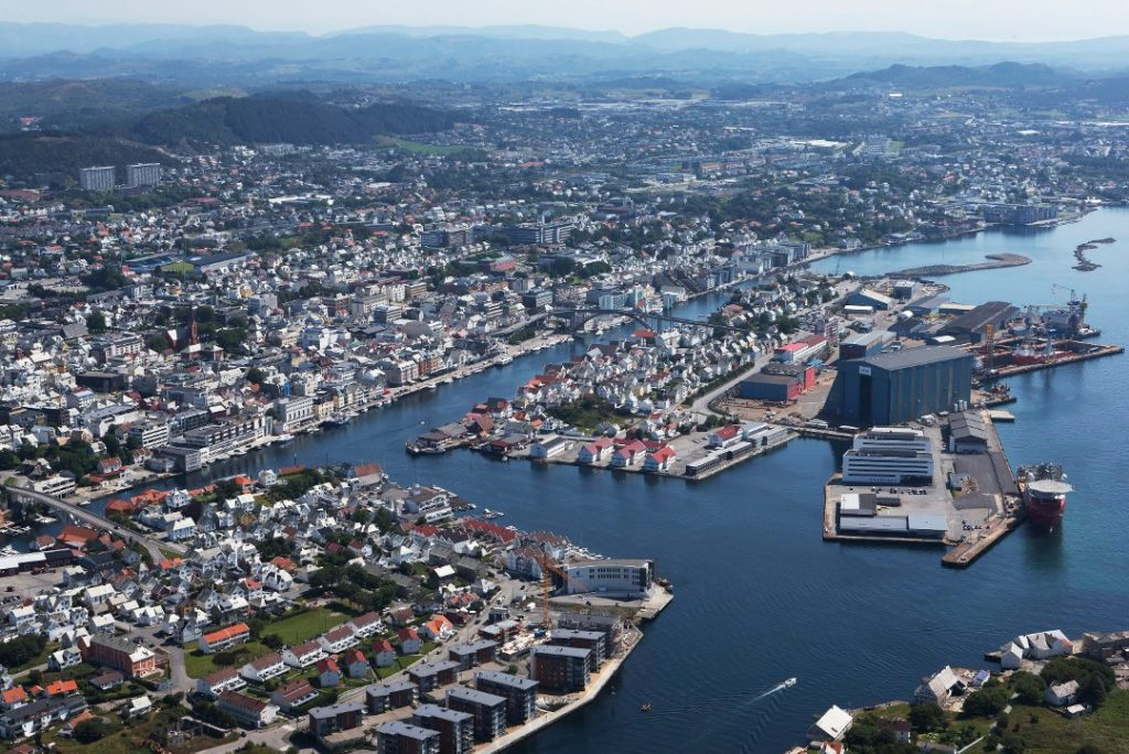 Bildet er hentet fra: https://www.h-avis.no/karmoy/nyheter/haugesund/innvandring-gjor-at-haugesund-vokser/s/5-62-56192. Foto: Aerophoto